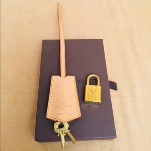 💯% authentic LV Clochette and set of Lock & Keys